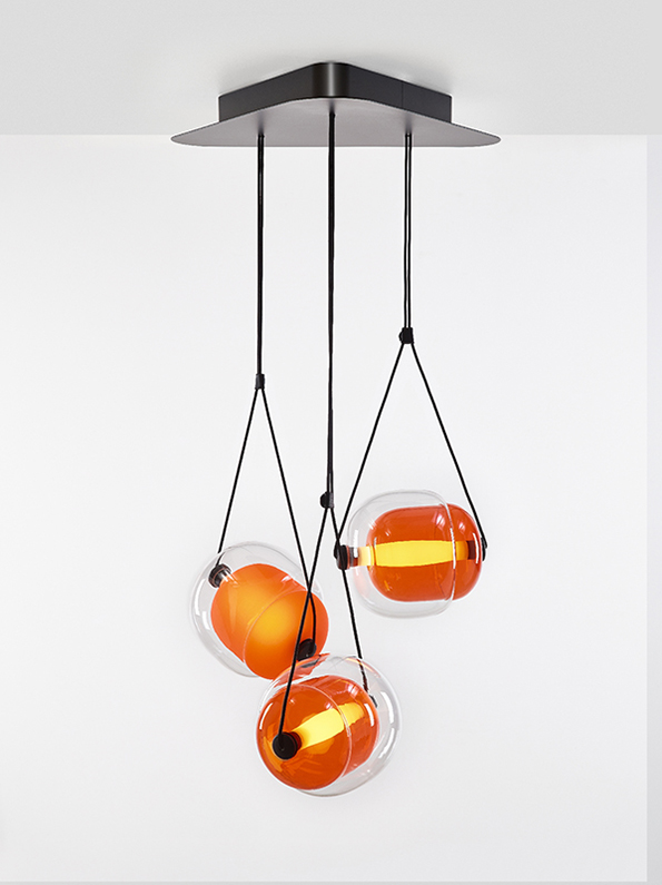CAPSULA Triangle Brokis PC943 pendant lamp transparent glass orange
