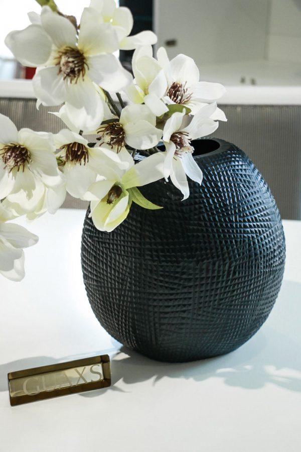 gournia black vase