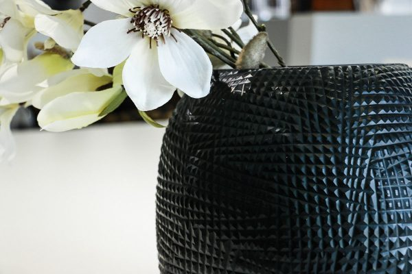 guaxs vase detail gournia black