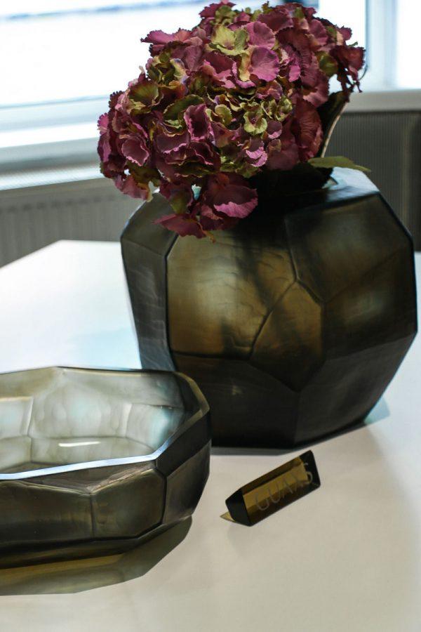 guxas cubistic smokegrey vase