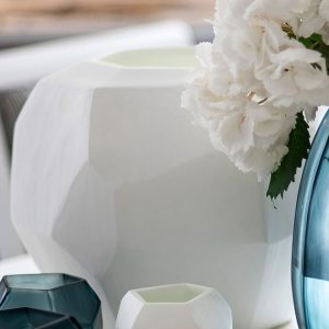Designer vase GUAXS cubistic round opal